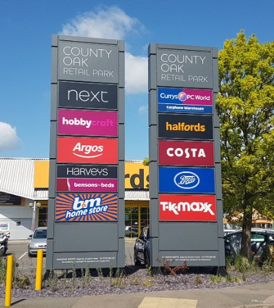 County Oak Retail Park totem sign