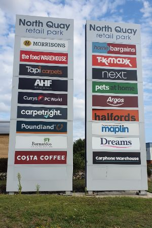 North Quay Retail Park, Lowestoft - totem sign