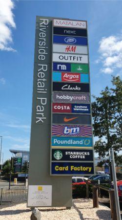 https://shopsnearme.com/wp-content/uploads/Riverside Retail Park, Norwich - totem sign