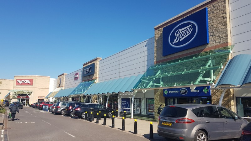 Shops at Kew Retail Park